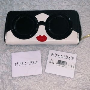 Alice and Olivia Face Wallet
